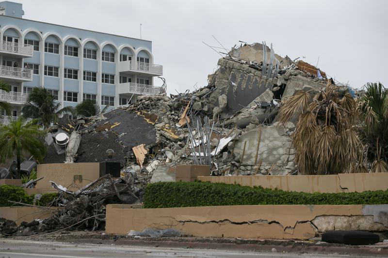 Hallan restos de otras 10 personas en edificio en Florida