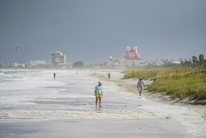 La tormenta Elsa llega a la costa de Florida