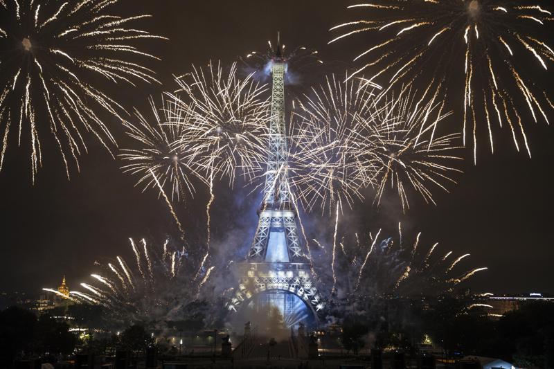 Reabre la Torre Eiffel por primera vez en nueve meses Foto: AP