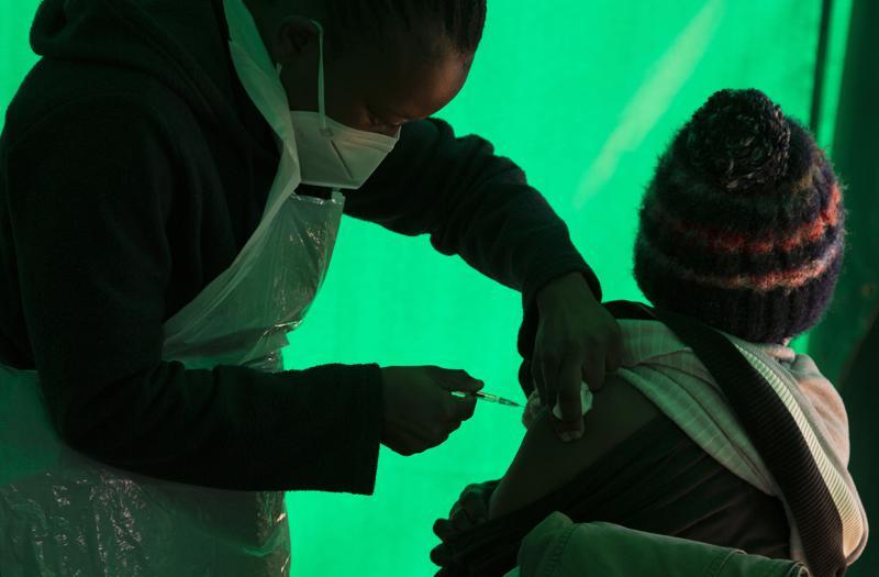 Vacuna de Pfizer contra COVID-19 se fabricará en Sudáfrica Foto: AP