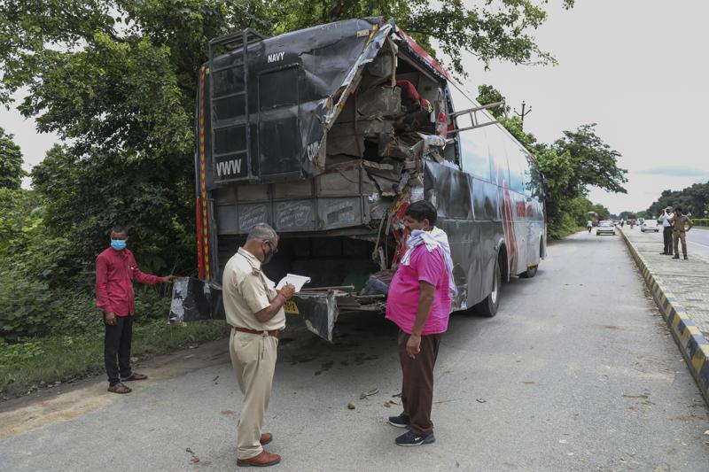 India: 18 muertos y 24 heridos al chocar camión con autobús