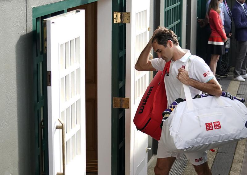 Federer se baja de Tokio por 'contratiempo' en la rodilla