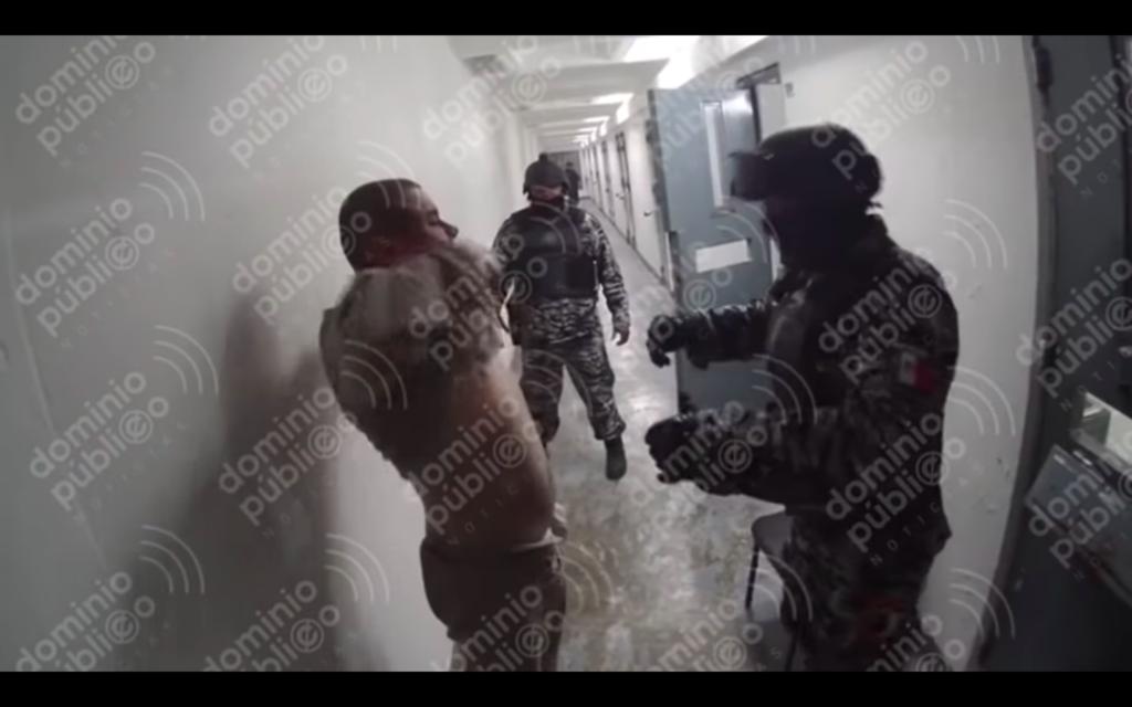 """Video inédito de """"El Chapo"""" lo muestra en revisión semi desnudo"""
