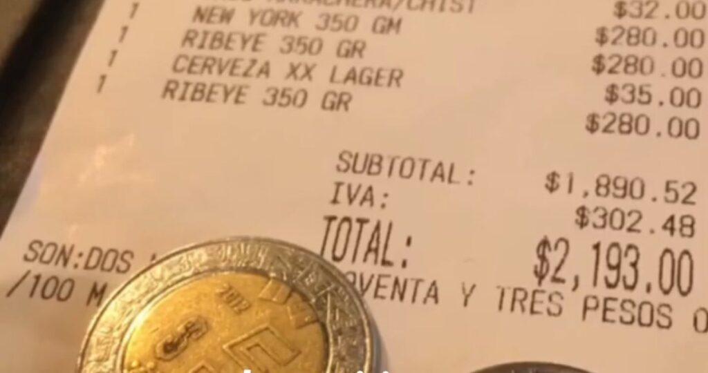 """Mesero expone """"tacaña"""" propina tras consumo de más de 2 mil pesos"""