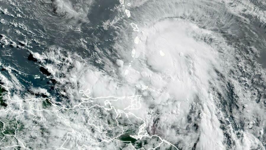 Tormenta tropical Elsa gana fuerza mientras avanza a Florida