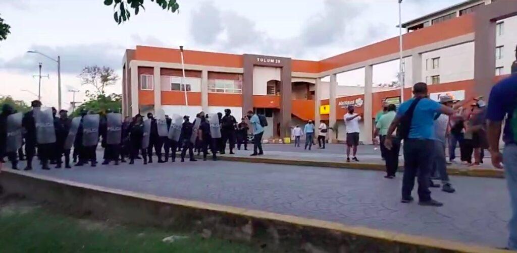 Encontronazo por la basura en Cancún deja varios lesionados (Video)