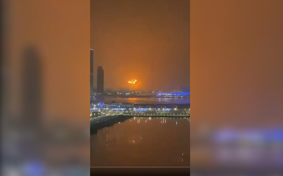 Incendio en buque de carga causa explosión en Dubái (Video)