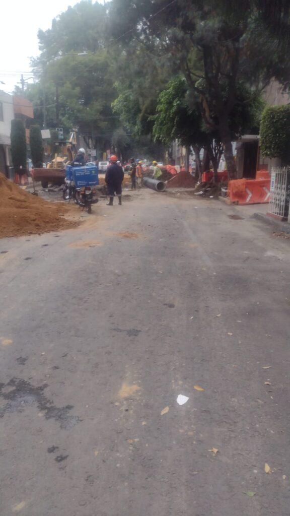 Trabajadores fracturaron un tubo de la red de gas natural en la alcaldía MH Foto: @SGIRPC_CDMX