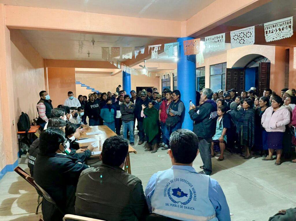 Liberan a 51 uniformados retenidos en el sur de México
