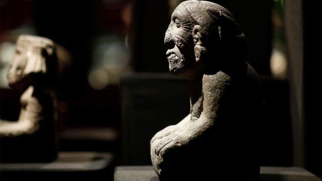 México y Francia acuerdan evitar tráfico y subasta de piezas prehispánicas de México