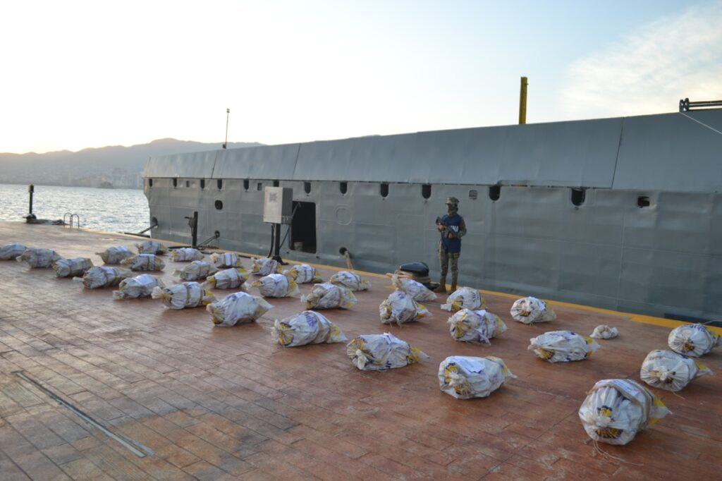 Semar aseguró embarcación con 728 kilos de cocaína en Acapulco, Guerrero
