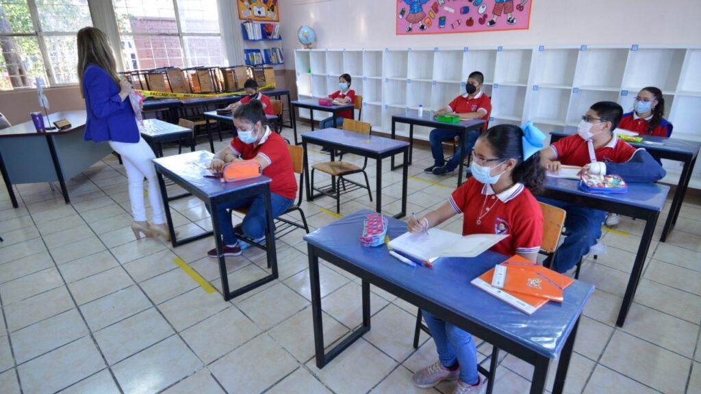 clases presenciales Foto: Televisa