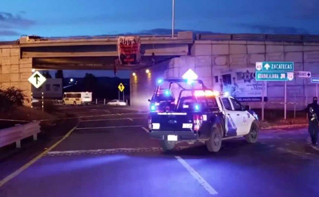 Hallan dos cuerpos colgados en puente de Zacatecas Foto: Internet