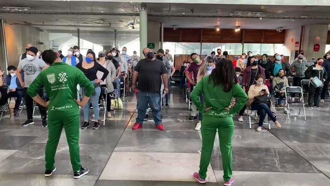 Al ritmo de OV7, Jeans y Maná vacunan en CDMX a mayores de 30 años (Video)