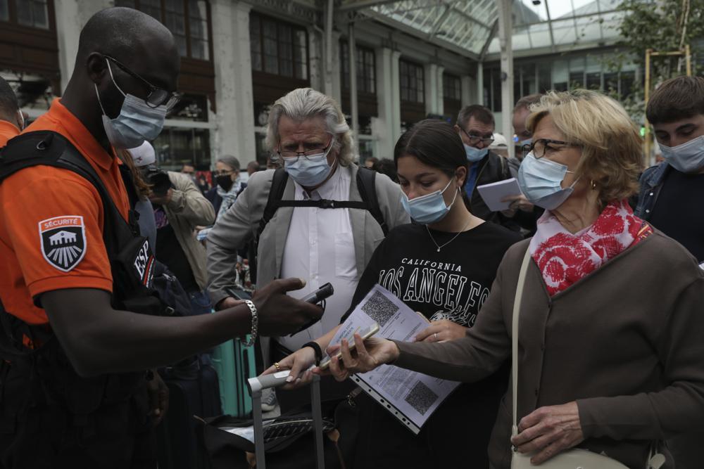 El pase de virus de Francia ahora se requiere en restaurantes y trenes Foto: AP