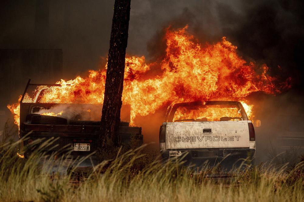 El fuego rodea un poblado del norte de California