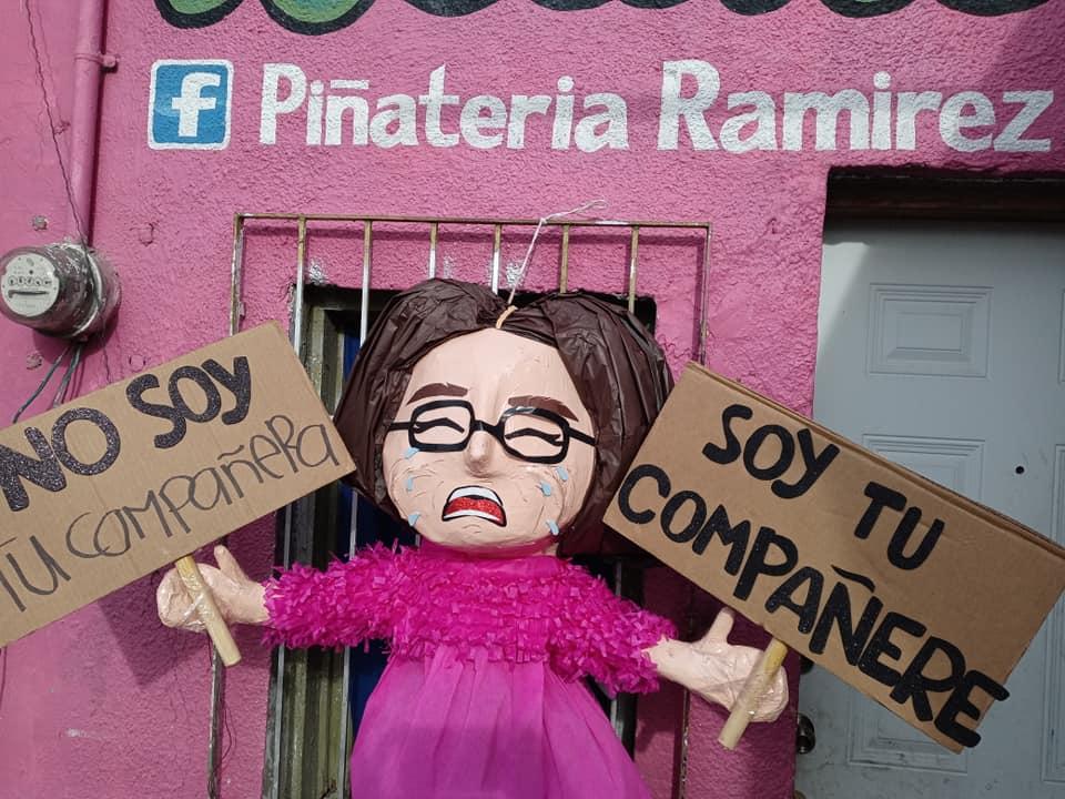 """Llega la piñata """"compañere"""", desata críticas en redes sociales"""