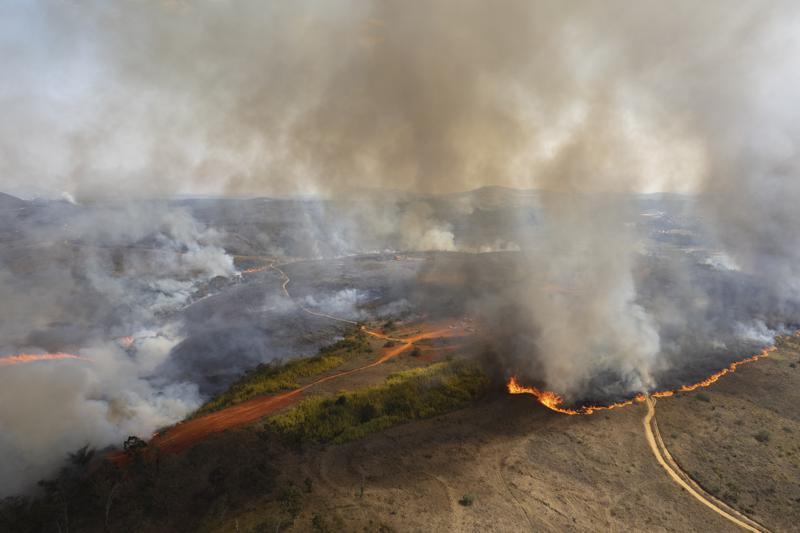 Incendio sigue propagándose en parque cerca de Sao Paulo Foto: AP