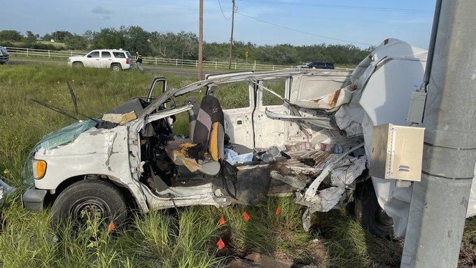 Camioneta con migrantes choca en Texas; mueren al menos 10