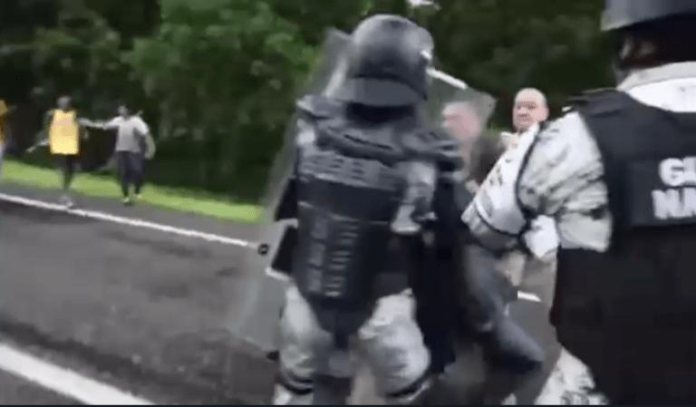 INM suspendió a 2 agentes federales que agredieron físicamente a migrantes