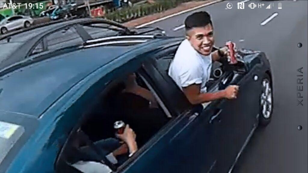 Borracho intenta agredir a ciclista sobre Periférico Sur (Video)