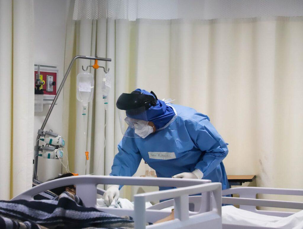 Hay camas suficientes para pacientes con covid-19, asegura Secretaría de Salud
