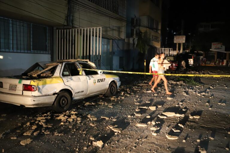 Inician labores de limpieza en Acapulco tras sismo Foto: AP