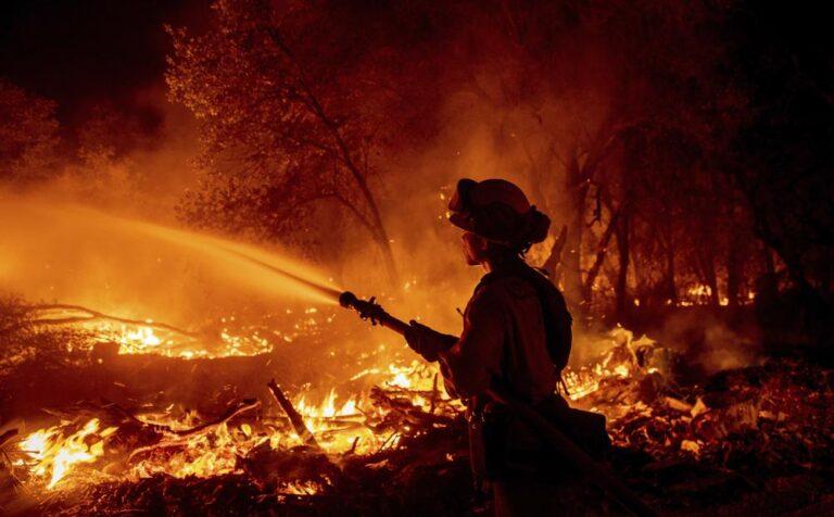 Avanza combate a incendio forestal en el norte de California