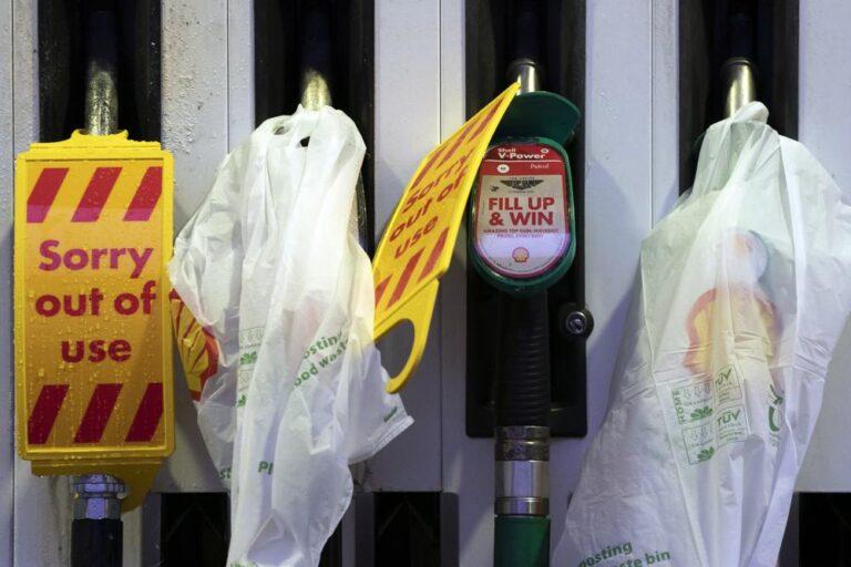 Gran Bretaña alista soldados para atender escasez de gasolina