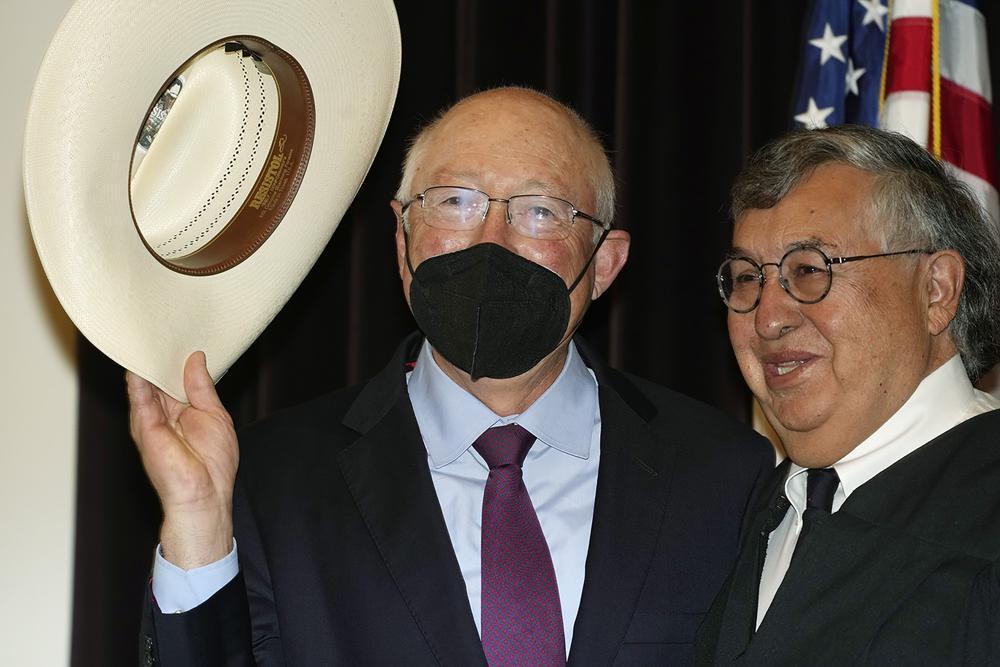 Llega a México el nuevo embajador de EEUU