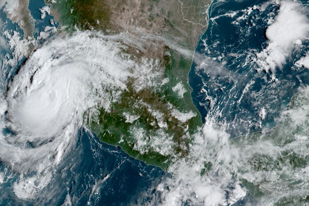 Olaf se vuelve huracán rumbo a resort mexicano de Los Cabos