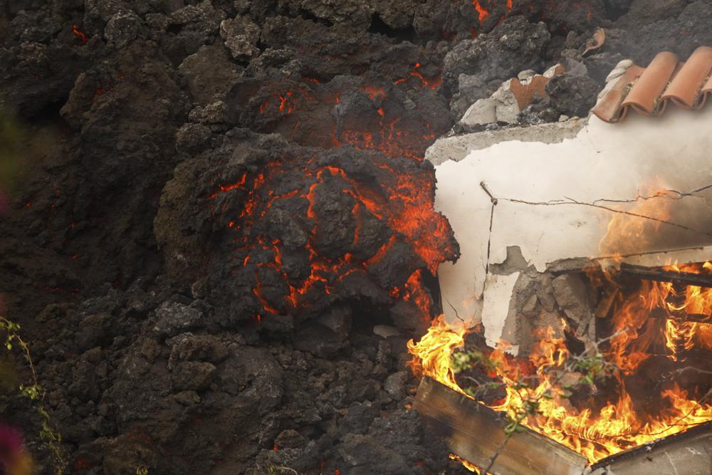 Erupción volcánica en isla de España atrae a turistas