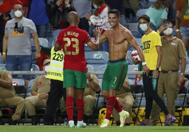 Cristiano Ronaldo, máximo goleador histórico de selecciones Foto: AP
