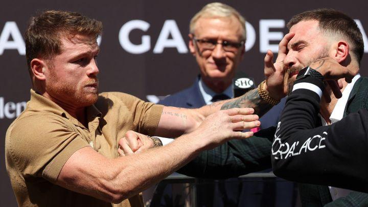VIDEO I Llegan a los golpes Canelo Álvarez y Caleb Plant en rueda de prensa Foto: Internet