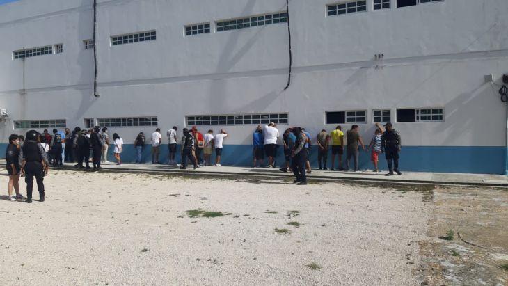 Detienen a 26 presuntos delincuentes en la 5ta avenida Foto: La Jornada