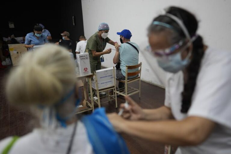 OPS: Niños y adolescentes se contagian, pero aún no son prioridad de vacuna Foto: AP