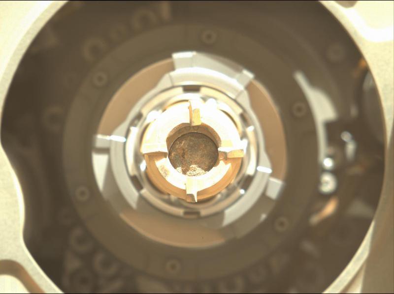 Explorador de la NASA recolecta 1ra muestra de roca de Marte Foto: AP