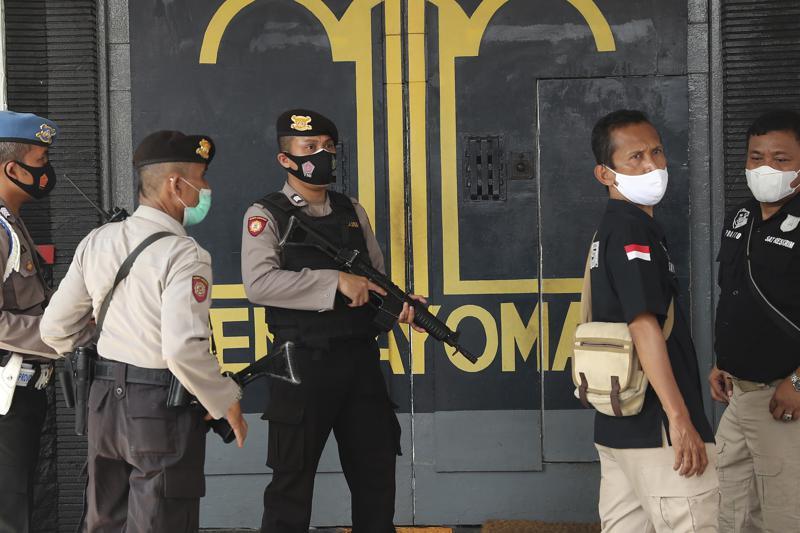 Incendio en prisión deja 41 reclusos muertos en Indonesia