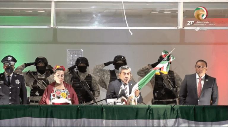 Alcalde de Cuautitlán rompió elcordón de campana antes del Grito de Independencia Foto: Internet
