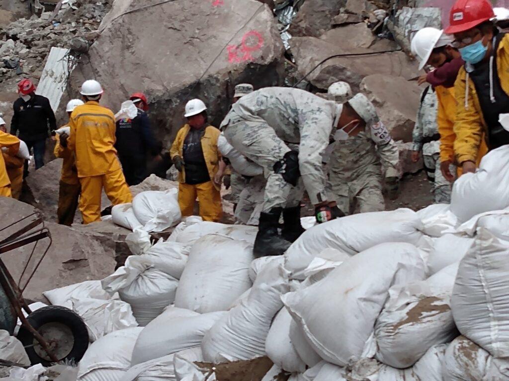 """Guardia Nacional ayuda a desalojar a familias ante el riesgo de nuevos deslaves en el """"Cerro del Chiquihuite"""" ****FOTOS GN**"""