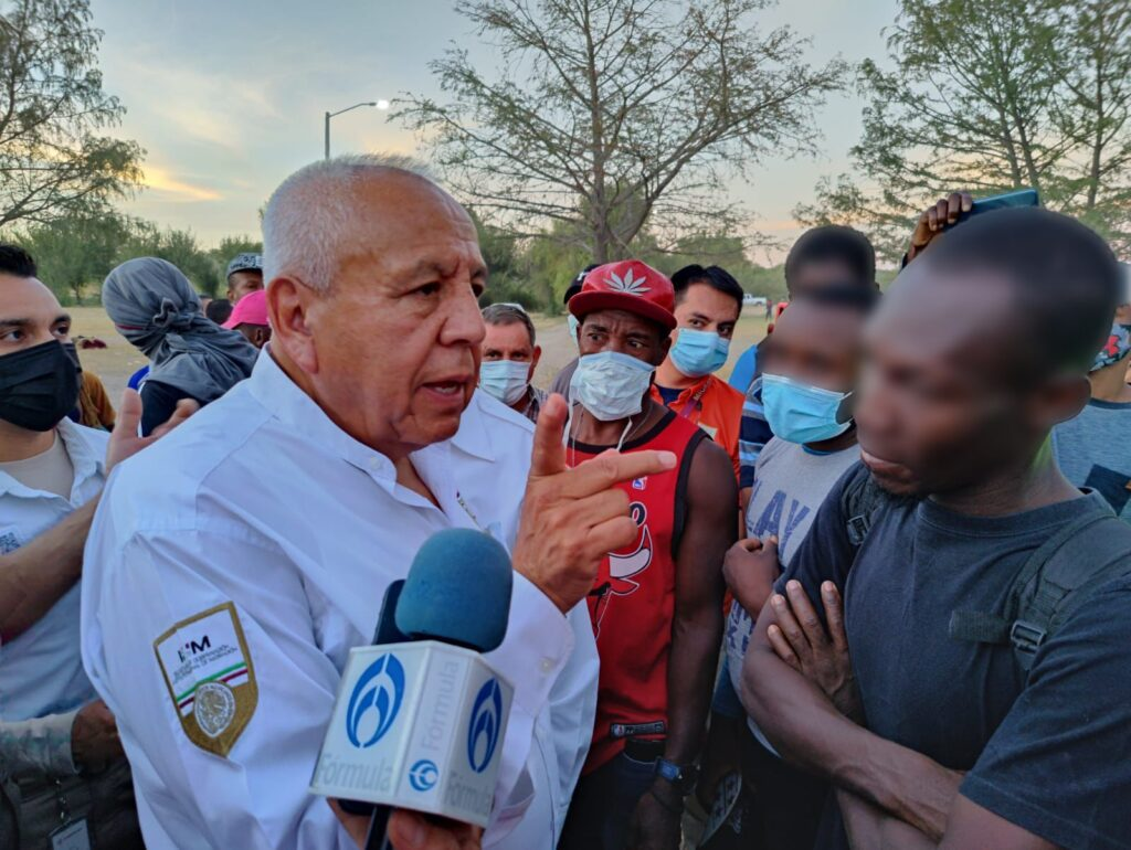 Francisco Garduño Yáñez coordina atención a migrantes haitianos en Coahuila .***FOTOS SEGOB / INM**