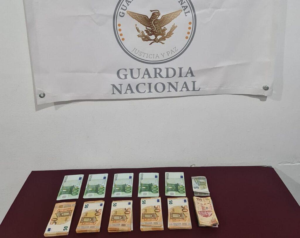 Guardia Nacional aseguró a una mujer que pretendía viajar a España con más de 9 mil 210 euros sin declarar ***FOTO GN****