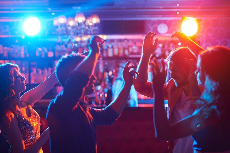 En CDMX antros, bares y cantinas podrán operar al 50% de aforo por semáforo amarillo Foto: Internet