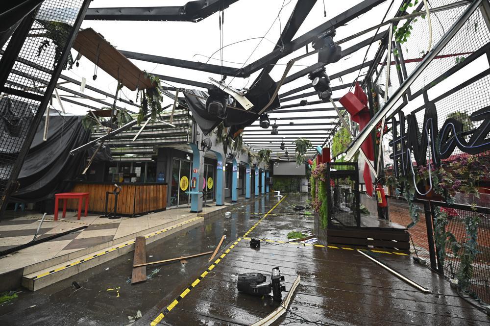 El huracán Pamela avanza por el noroeste de México