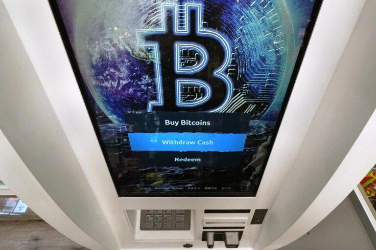 Bitcoin alcanza precio récord de más de 66.000 dólares