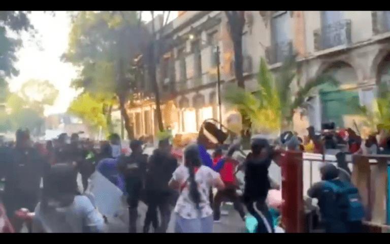 15 detenidos y lesionados tras riña por desalojo en Colonia Juárez: Policía CDMX