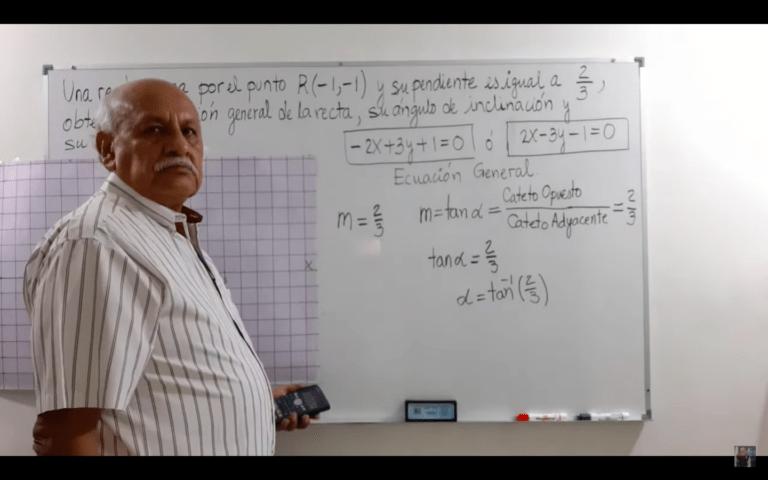Con 68 años, el profesor Carlos enseña matemáticas a sus 80 mil suscriptores de YouTube