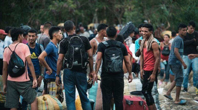 CNDH emitió medidas cautelares para proteger a la 'caravana migrante' integrada por 4 mil extranjeros Foto: Internet