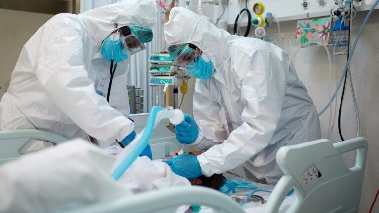 """La pandemia mostró, de manera """"brutal"""", el límite del sistema de salud: OPS/OMS Foto: Internet"""