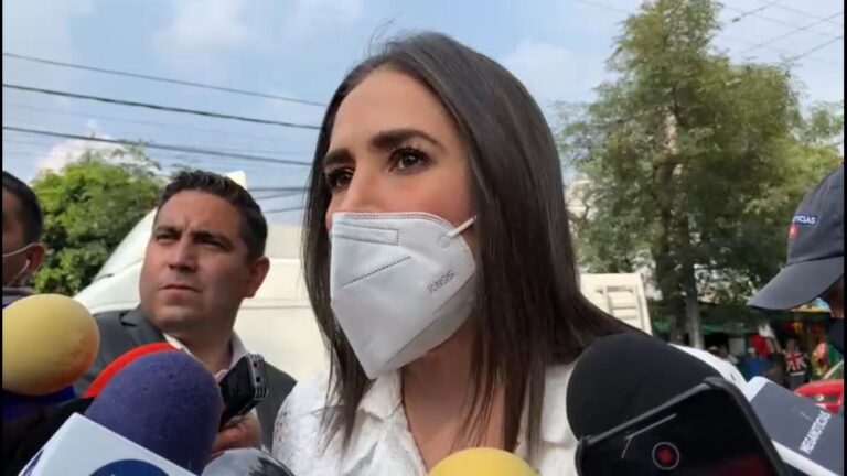 Mi madre es una mujer intachable: hija de Rosario Robles